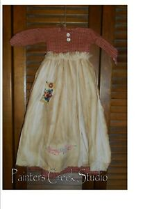 Primitive Wall Decor Dress Red Check W Apron Always Kiss Me Goodnight
