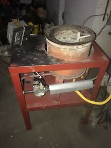 Charles Hones Gas Operated Melting Pot 160 Lbs Capacity Excellent