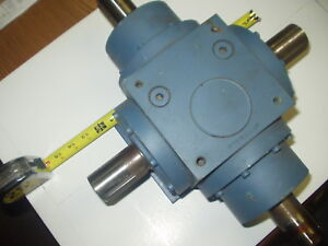 Right Angle 4 Way Spiral Bevel Gearbox Ratio 1 1 With 4 Keyed 1 575 Diashafts