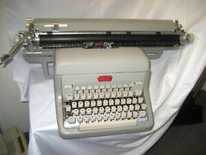 Refurbished Royal Manual Typewriter 21 Carriage W warranty