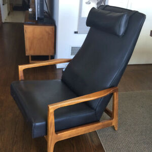 Vintage Mid Century Danish Modern Recliner Lounge Chair Black With Wood Arms