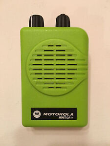 Motorola Minitor V 5 Low Band Pagers 45 49 Mhz Sv 2 freq Apex Green Charger