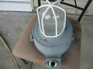 Crouse Hinds No Vmvc 100 Shatter Explosion Proof Light Lamp For Wet Locations