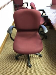 Adjustable Height Swivel Office conference Room Chair Burgundy Great Condition