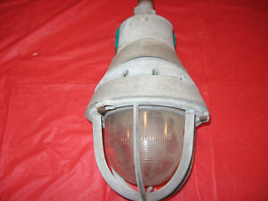Vintage Crouse hinds Industrial Light Eva 240 Caged Ev 505 Center Mount 3 4