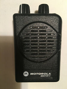 Motorola Minitor V 5 Low Band Pagers 33 37 Mhz 2 frequency Non stored Voice