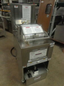 Price Reduced Henny Penny Electric Pressure Fryer With Built in Filtration