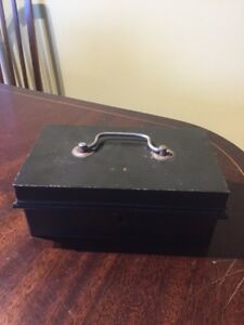 Vintage Metal Cashbox Without Key