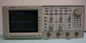 Tektronix Tds 540a 500mhz Four Channel Digitizing Oscilloscope