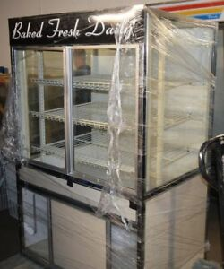 Bakery Retail Display Case Merchandiser Cabinet 43 5 w X 30 d X 63 h Great Cond