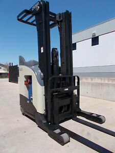 Crown Rr5210 40 Electric Reach Truck Narrow Aisle Forktruck Forklift Stand Up