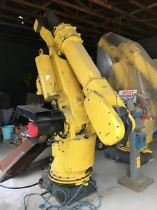 4 Fanuc S 420 I W Arm With 5 R j2 Controllers 2 Standing 2 Moving box Of Parts