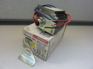 Honeywell R8225a 1017 24v Fan Relay With Spdt Switching 20408