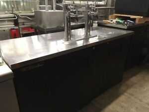 True Tdd 3 Draft Beer Cooler W 2 Double Towers Well Maintained