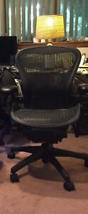 Herman Miller Fully Loaded W lumbar Pad Only Size B Aeron Chair Used