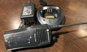 Motorola Cp200 Two Way Radio Uhf 16ch With Charger