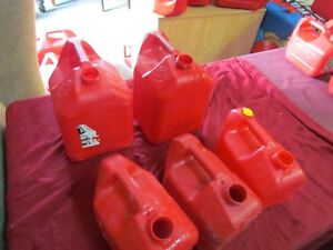 Blitz Gas Can Lot Of 5 3 1 Gallon 2 2 5 Gallon Containers Only No Spout