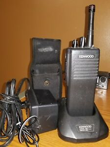 Kenwood Tk 390 Uhf Portable Complete With Antenna Battery Charger And Case