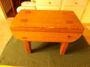 1800s Small Sized Handmade Footstool By The Amish Square Nails Pegged Legs Penn