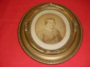 Vintage Oval Picture Frame Fancy Wood With Gold Trim Approx 14 X 12