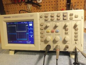 Tektronix Tds2022 2 Channel Digital Color Storage Oscilloscope 200mhz 2 Gs s