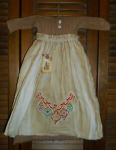 Primitive Wall Decor Dress Red W Apron Ornaments Christmas Grungy Cupboard
