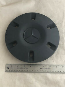 2010 16 Mercedes benz Sprinter 2500 Van Wheel Center Cover Cap A 906 401 00 25