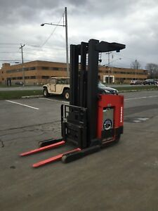 Raymond Forklift Reach Truck 4000lb 211 Lift With Battery Charger