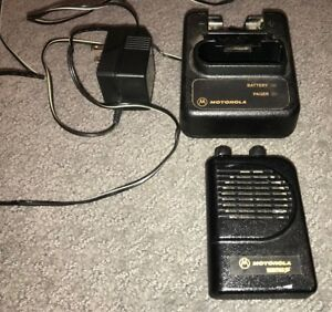 Uhf Motorola Minitor Iii With Charger