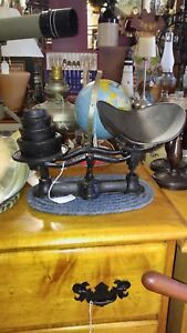 Antique Cast Iron Scale With 4 Weights