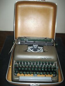 Smith Corona silent Super Portable Manual Typewriter 10 Carriage Hard Case