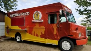 Freightliner Mt45 Diesel Food Truck 18ft Kitchen