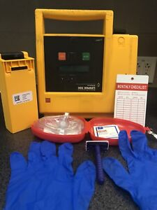 Physio Control Lifepak 500 patient Ready W New Battery Pads And Response Kit