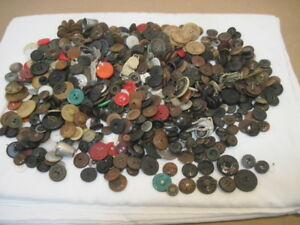 Huge Lot Over A Pound Hundreds Of Antique Buttons In Old Tindeco Tin Box