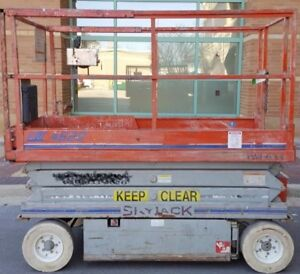 Skyjack 4620 Electric Scissor Lift 20 Platform 26 Working Height year 1999