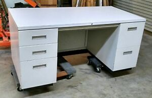 Steelcase Office Desk W File Drawers 30 X 60 Made In Usa White Metal Formica Top