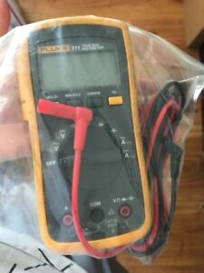 Fluke 11 Multimeter Multi Meter with Lead Set