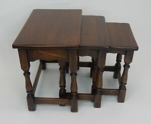 Great Set Of Three William And Mary Style Solid Oak Nesting Tables 22 Inches