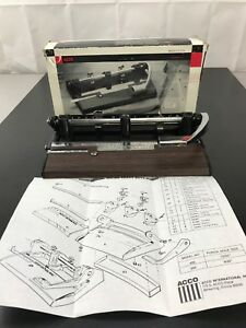 Acco Mutual 400 Adjustable Heavy Duty 3 Hole Punch Puncher