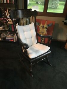 Ethan Allen Heirloom Maple Decorated Vintage Large Rocking Chair