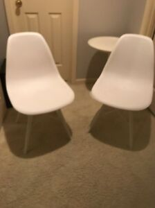 Retro Mid Century Eames Style Pair Of Side Shell Chairs White Eiffel Base