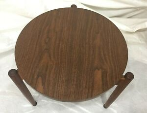 Jens Risom Design 18 Round Stacking Side Table Excellent Condition