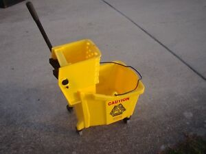 Rubbermaid Yellow 7570 Mop Bucket W 6127 Wringer On Wheels Mop Head