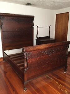 Antique Bedroom Suite With Full Size Bed