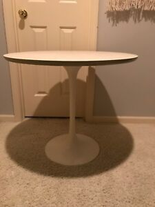 Mid Century Burke Saarinen Small Dining Tulip Table