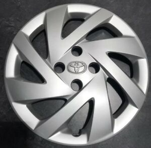 One 2015 2018 Toyota Prius C Hatchback 61177 15 Hubcap Wheel Cover 4260252580