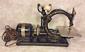 Vintage Willcox And Gibbs Sewing Machine W Foot Floor Control Carrying Case