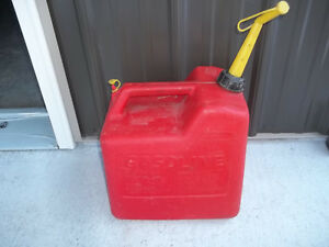 Vintage Old Type chilton 5 Gallon Vented Red Plastic Gas Can Model P500