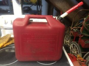 Briggs Stratton 5 Gallon Gas Fuel Can Tank Spill Proof Durable Nozzle Vintage