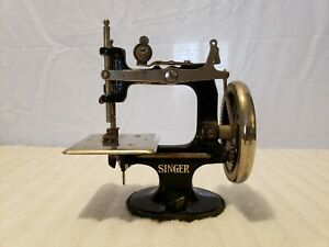 Vintage 1920 Singer Sewing Machine Hand Crank Child S Toy Simananco Very Nice